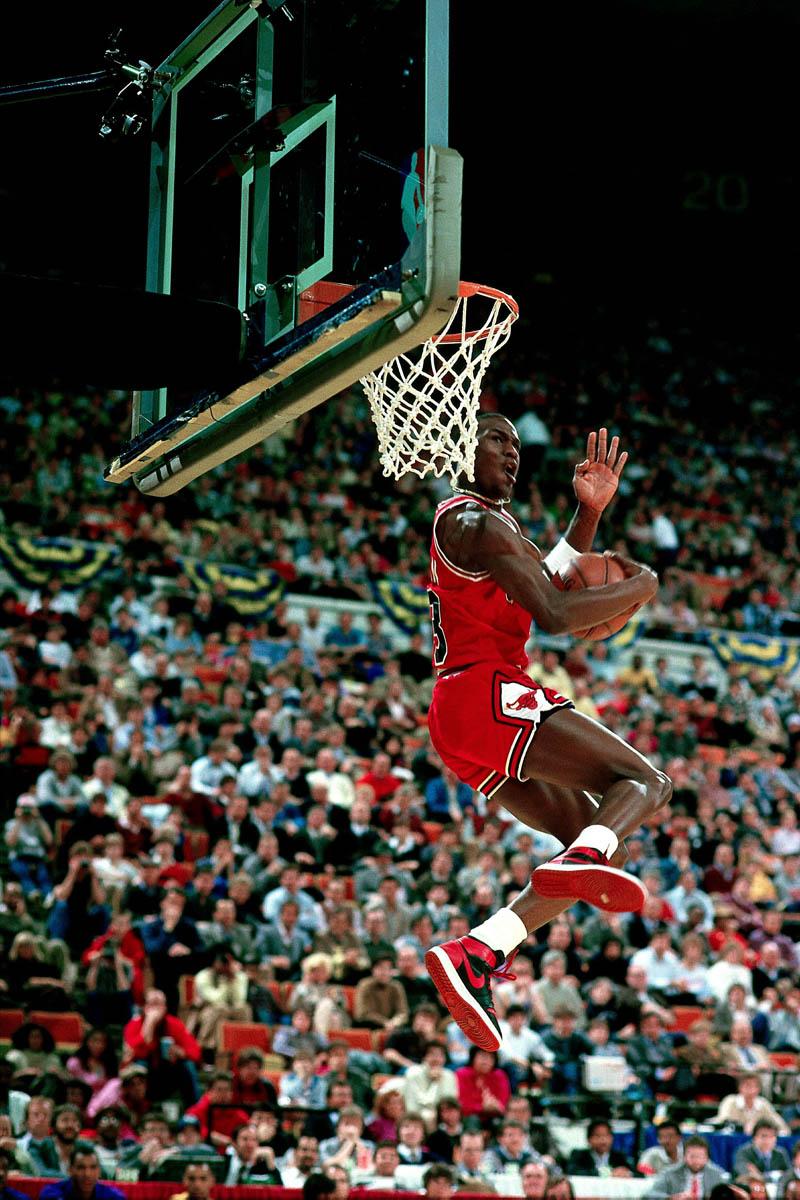 Michael Jordan portant la Nike Air Jordan I en 1985