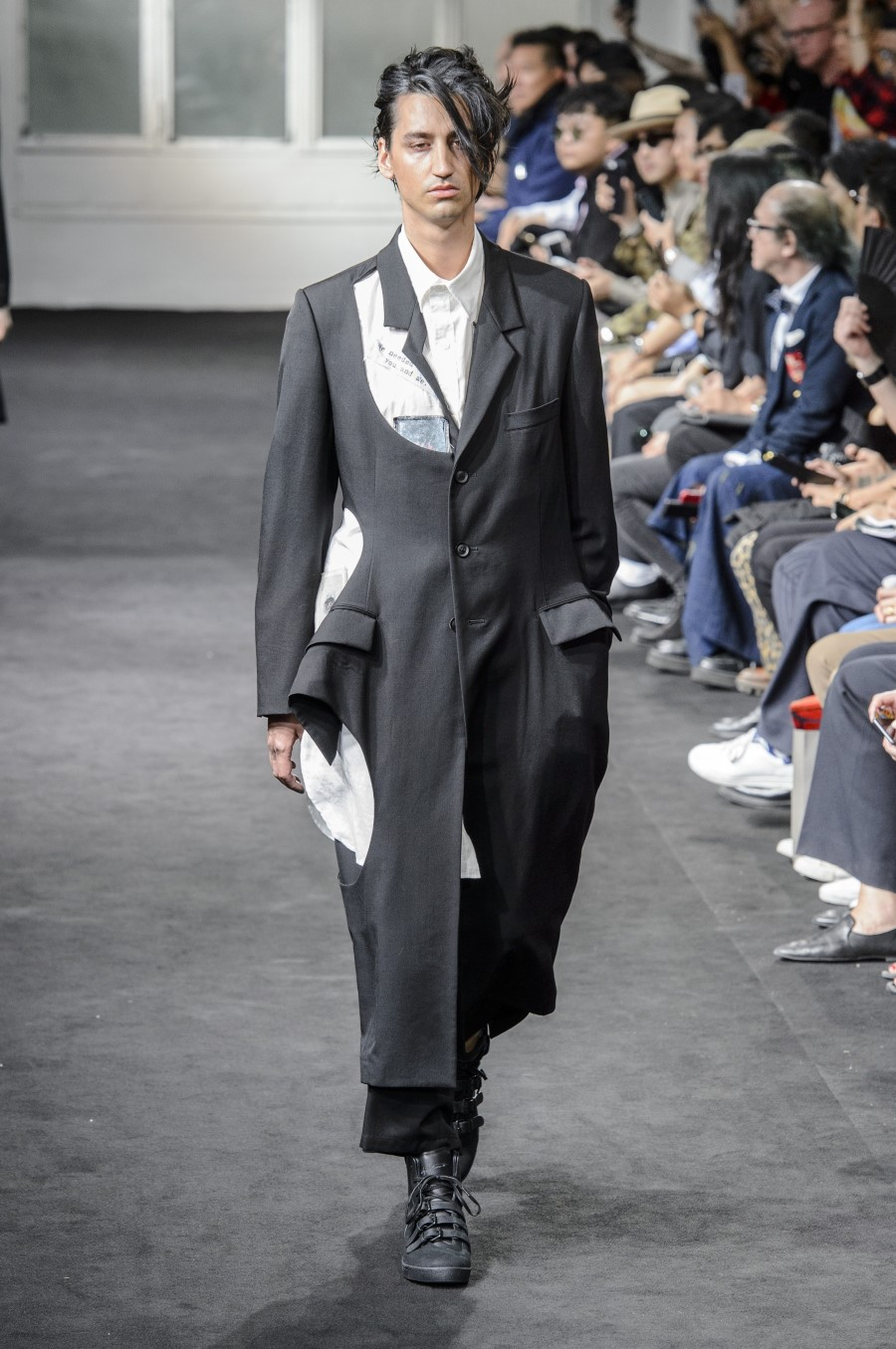 Yohji Yamamoto – Printemps/Été 2019 – Paris Fashion Week