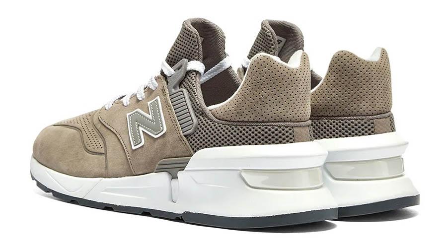 COMME des GARÇONS x New Balance 997S Brown