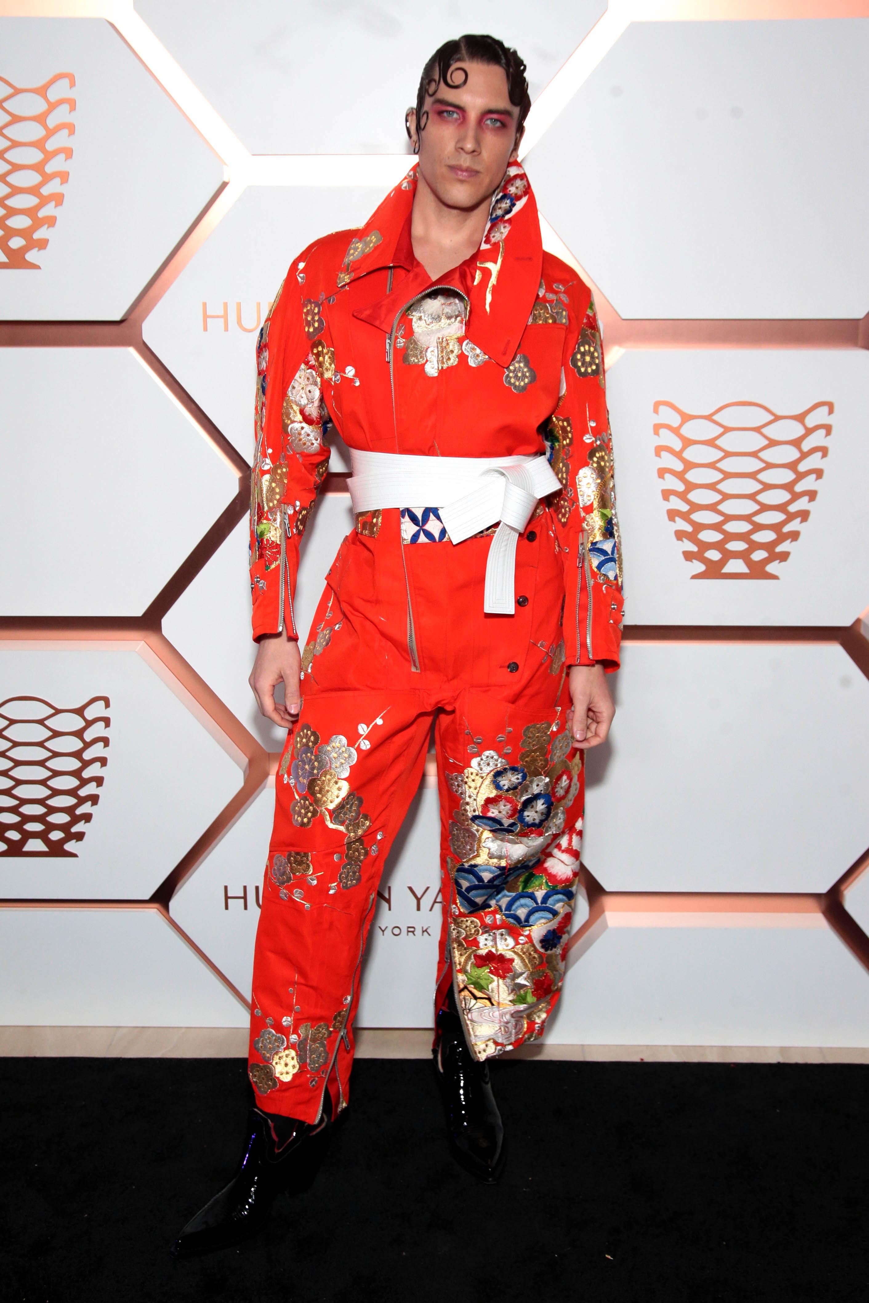 MET Gala 2019 - Cody Fern en Maison Margiela Artisanal pour Homme par John Galliano
