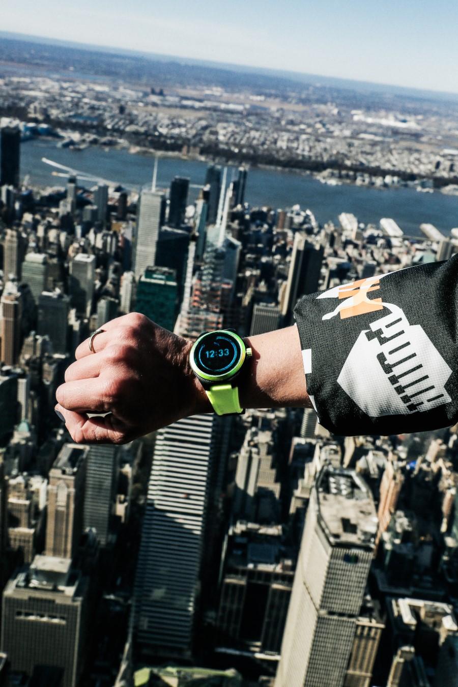 PUMA Montre connectée - Empire State Building