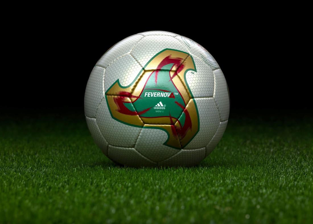 Retour sur un demi-siècle FIFA - adidas Fevernova Japon 2002