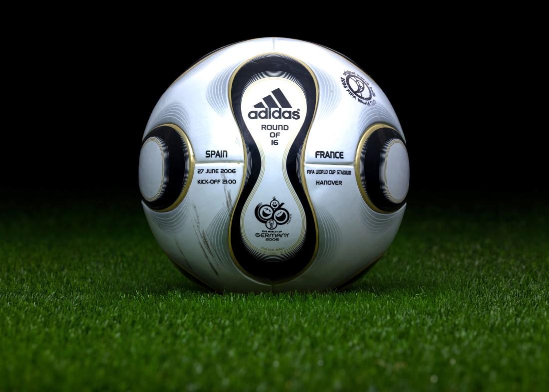Retour sur un demi-siècle FIFA - adidas Teamgeist Allemagne 2006