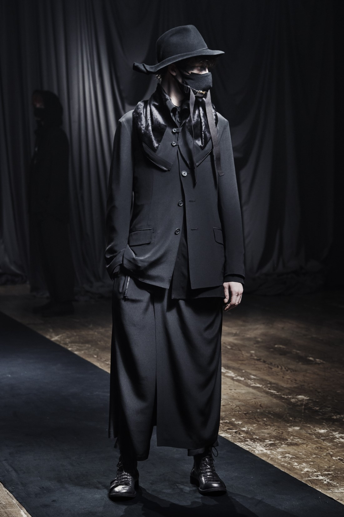 Yohji Yamamoto - Automne-Hiver 2021 - Paris Fashion WeekYohji Yamamoto - Automne-Hiver 2021 - Paris Fashion Week