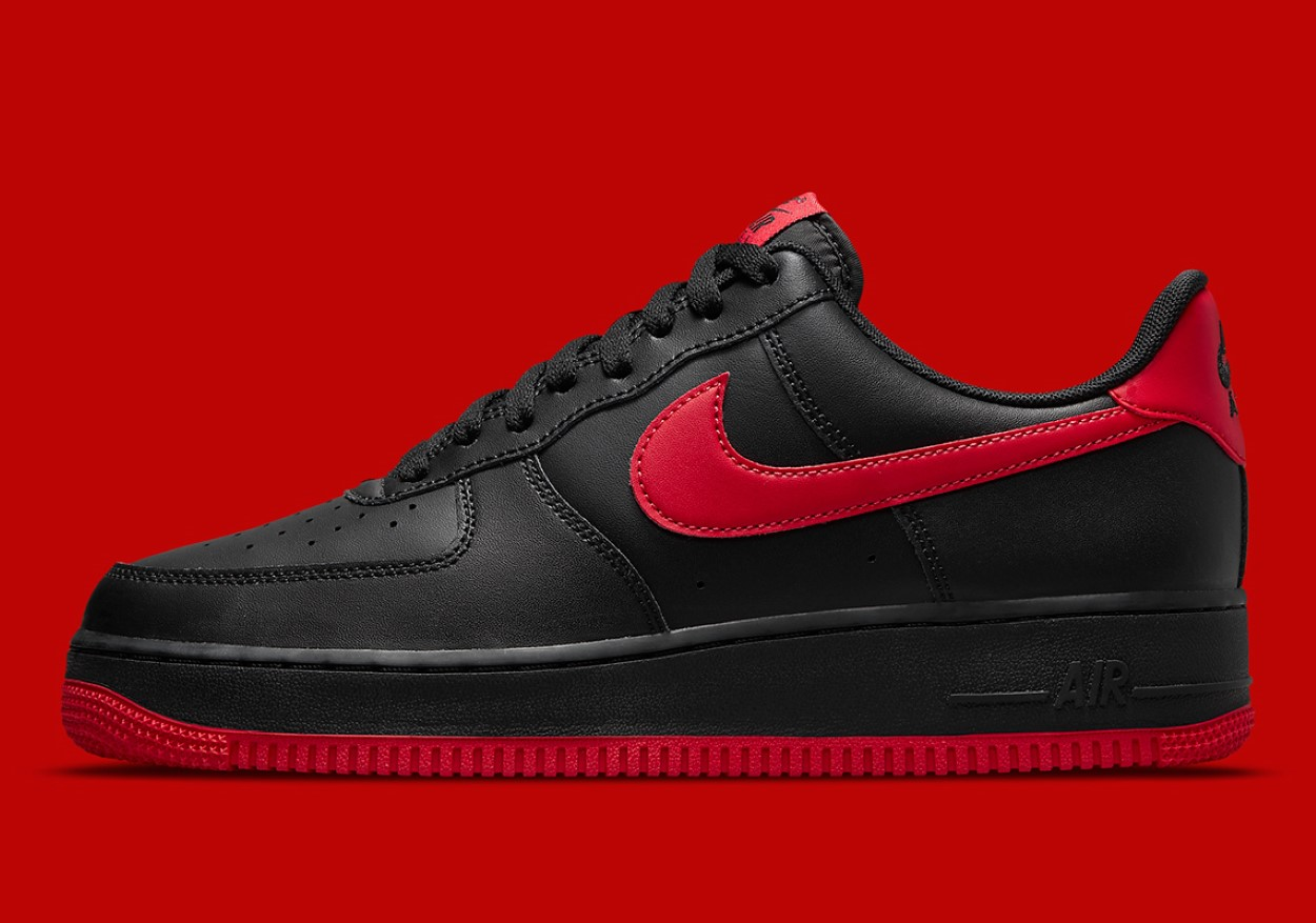 "Nike Air Force 1 Low ""Bred"""